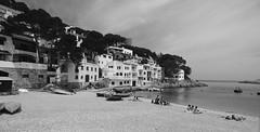 IMGP5895 (miguou) Tags: sea mer blancoynegro praia mar spain playa paisaje nb catalunya paysage espagne plage backandwhite platja paisatge catalogne palamos borddemer paisajem espagn enblancinegre