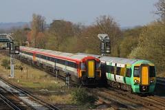 377471 & 2423, Gatwick, April 7th 2015 (Southsea_Matt) Tags: train railway emu gatwickexpress horsham southernrailway 2419 gatwickairport londonvictoria 2423 plasticpig class377 class442 wessexelectric 5wes 442423 442419 377471