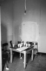 Livorno - EX Istituto Pascoli - 1989 (Nechator) Tags: walter bw italy monochrome analog canon graffiti monocromo blackwhite italia centro suburbia spray 1989 mochi toscana livorno nero biancoenero analogica t70 ilfordfp4 esterni monocromatico nechator mochiwalter