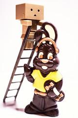 Danbo et les chocolats de Paques1 (Marc Egensperger) Tags: easter chocolat pques danbo danboard