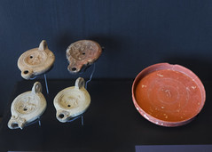 Roman lamps and an Arretine dish from Tingis (diffendale) Tags: museum ancient display exhibit muse morocco maroc marocco museo artifact archaeological marruecos antico tangier marokko tanger tangiers fas mzesi archeologico arkeoloji   musedelakasbah  kasbahmuseum almarib  marocum  faskrall lmarib musedalkasbah pleiades:findspot=275736
