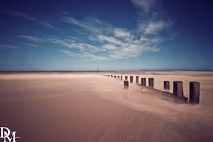 Trimingham 2 (davemoly17) Tags: davidmolyneuxphotography norfolk trimingham coast beach sea seaside groynes blue water waves summer sunny canon eos 1100d sigma wideangle