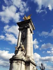 Paris - Pont de la Concorde (delphinebrg) Tags: paris france pont bleu dor sculpture pierre extrieur concorde bridge aile outdoor colonne ciel blue summer sun