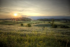 Early morning (CloudPhotoz) Tags: landscape paysage matin morning sunsoleil champsfieldhdr montebello quebec canada