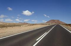 Fuerteventura (Alberto Sen (www.albertosen.es)) Tags: road landscape island volcano nikon carretera fuerteventura bluesky paisaje alberto canaryislands isla sen islascanarias volcan cieloazul d7000 albertorg albertosen