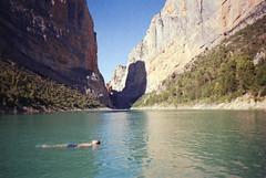 (Ferran  Tudela) Tags: valley nature fuji floating canyon ferran tudela superia 200 expired canon a1 sure shot catalunya congost montrebei mont rebei summer vibes