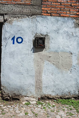 Shelter (Maria Sciandra) Tags: mariasciandraphotography mexico sanmigueldeallende wwwmariasciandracom colonialmexico cobblestones facade