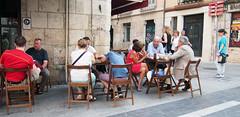 Burgos (leosagnotti) Tags: persone people spain tavolini strada