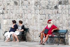 (Javier Redondo) Tags: santaclaus claus santa dubrovnik croacia croatia europe canon canoneos70d calle eos efs18135mmisstm efs eos70d 70d 18135mm 18135 street stm streetphotography streetlevelphoto
