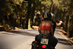 Love on wheels (Beatriz-c) Tags: bike motocycle motocicleta moto vehculo carretera sol arboles bosque gente trees forest couple pareja love amor sombras sun shadows lights luces luz road free spirit red green