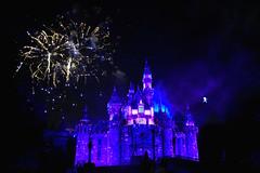 Disneyland Forever fireworks and Tinkerbell flying by (GMLSKIS) Tags: disney california amusementpark anaheim disneyland sleepingbeautycastle tinkerbell disneylandforever fireworks