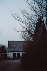 Sorvad (Juliet Alpha November) Tags: winter house color tree film analog denmark kodak jan haus 200 analogue dnemark danmark baum djursland meifert sorvad