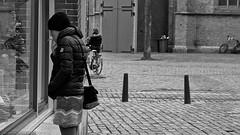 Randomness (Jan Bierens) Tags: desktop 50mm streetphotography streetlife denhaag thehague straat straatfotografie streetphotographyblackandwhite d5100 darktable janbierensphotography