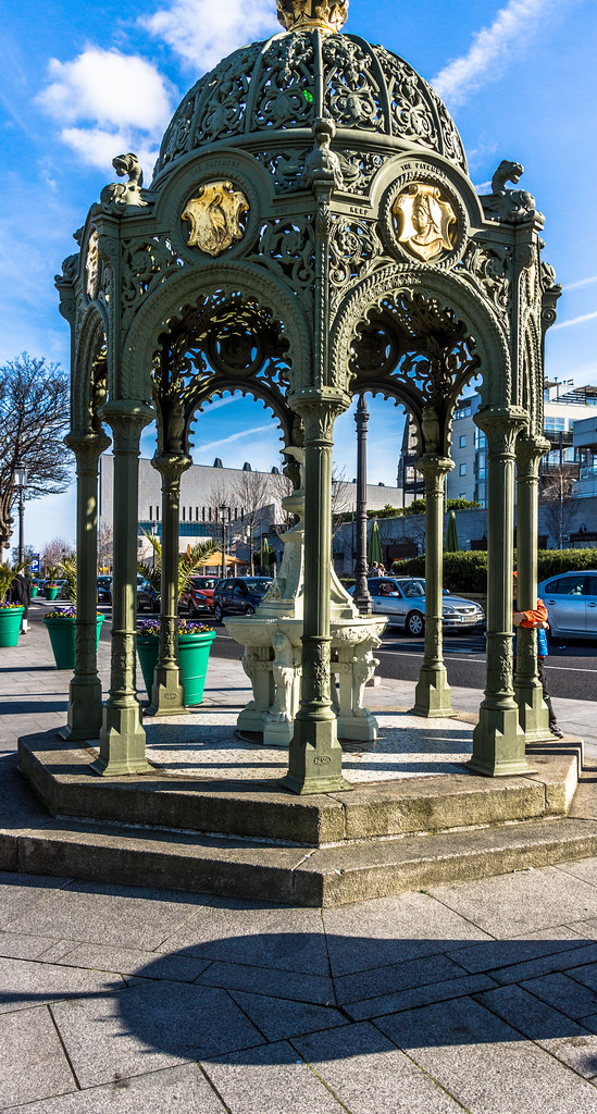 QUEEN VICTORIA FOUNTAIN IN DUN LAOGHAIRE [THIS IS A FAVOURITE OF MINE] REF-102823