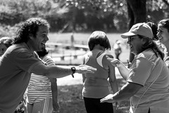 Risoterapia (mariangelalocantore) Tags: park parque portrait people blackandwhite parco blancoynegro venezuela bn caracas ritratto biancoenero parquedeleste