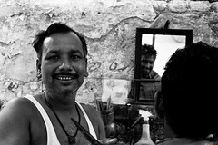 barber, Amristar, India. (matias leturia) Tags: india amristar agosto2012