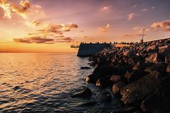 Sun light (Maria Eklind) Tags: sunlight sunset nature city vstrahamnen trdcket sun summer siluett malm boardwalk vatten sweden solnedgng goodnightsun silhouette europe sundspromenaden sky skneln sverige se