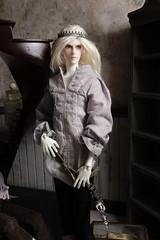 Clever Littles (batchix) Tags: sculpture stairs dark dolls little elf goblin bjd clever elves
