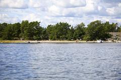 Fin strand norr om Runmar (Anders Sellin) Tags: hav ro skrgrd sverige swede sweden tova wim archipelago baltic generation rodd roddbt row sea sommar sport stockholm vattenwater stersjn skrgrd svartlga roddbt stersjn