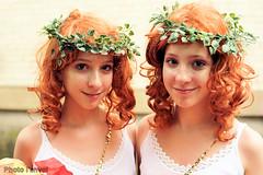 Juste pour rire (photolenvol) Tags: jpr justepourrire placedesfestivals quartierdesspectacles jumeaux jumelles triplets identiquedefile parade
