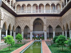 Spain (Sevilla-Alcazar Palace) Beautiful courtyard of Maidens (ustung) Tags: spain seville alcazar royal palace courtyard garden fountain outdoor kodak architecture arch arced walkway