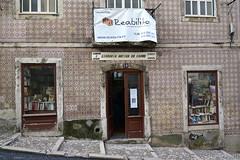 Books & Pattern (Lieselotte) Tags: portugal buch book pattern hand lisbon books second lissabon muster antiquariat fassade bcher