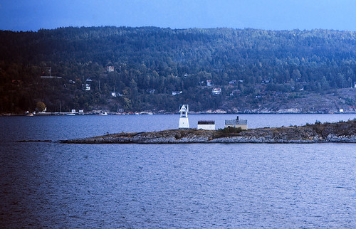 "32 Oslofjord 1984 • <a style=""font-size:0.8em;"" href=""http://www.flickr.com/photos/69570948@N04/17019534862/"" target=""_blank"">View on Flickr</a>"