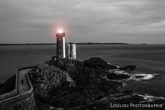 Le Phare du Minou by night ! (Loulou Photographie) Tags: phare minou brest plougonvelin d3200 18 55 mm nd1000 fliter filtre noir nikon finistre bretagne france pose longue night nuit lighthouse