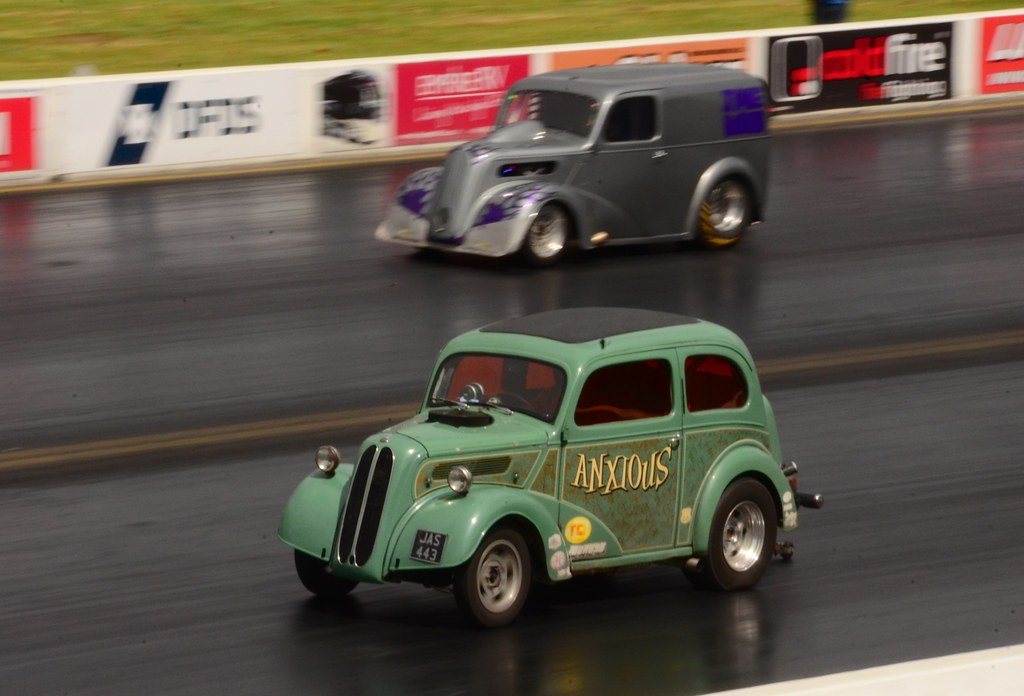 Ford Pop Anglia Barn Stormer Dragster Hot Rod Classic Retro Race Car Situp /& Beg
