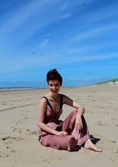 Smile (biancaaalberts) Tags: green beach strand uitgeest castricum sea fashion mode vlieger flying fly fifties sound music duinen zand sand flowers bloemen holland netherlands yellow blu