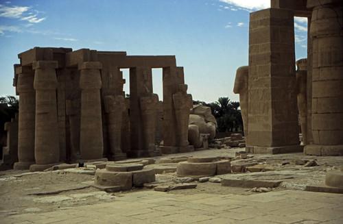"Ägypten 1999 (421) Theben West: Ramsesseum • <a style=""font-size:0.8em;"" href=""http://www.flickr.com/photos/69570948@N04/29032715904/"" target=""_blank"">View on Flickr</a>"