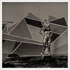 ... Lirika de Zerdos ... (Lanpernas 2.0) Tags: surrealista lirikadezerdos cerdita pig zerda dss2016 dancer donostia streetart art dantzahirian barbecho teatro sonyflickraward