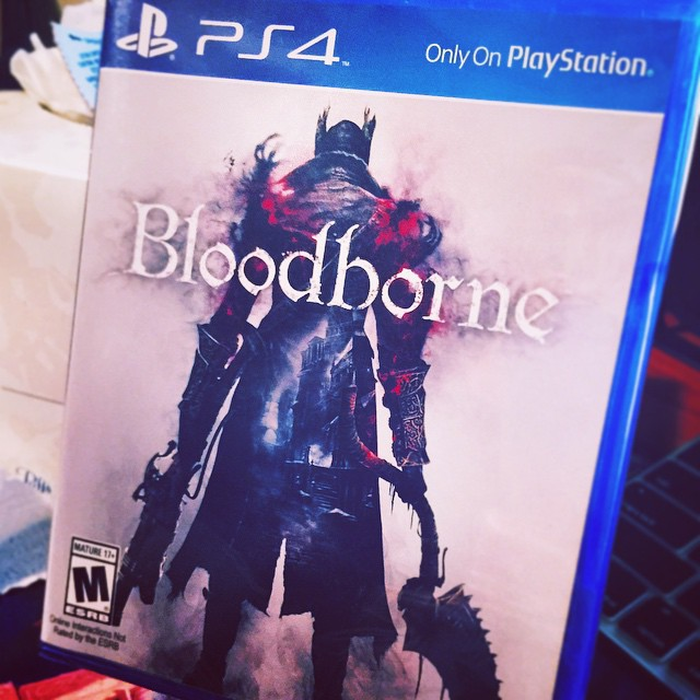 A hunter approaches. Praise the moon. #BLOODBORNE #PS4