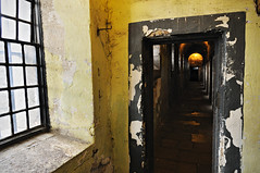 Window and dark corridor at Kilmainham Gaol in Dublin (PascalBo) Tags: ireland dublin window museum nikon europe capital indoor muse indoors capitale fentre irlande d300 kilmainhamgaol ire pascalboegli