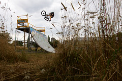 Table One Foot (Kvin Proust) Tags: bmx sport action canon canon50d strobist exterior limoges france bike table one foot tricks skatepark rider