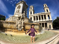Maya Wading in Voltaire Fountain - Paris (Don and Elaine) Tags: wideangle iphone 6s olloclip shotoniphone6s olloclipactive