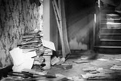 Memories (Regarde l-bas) Tags: urban bw decay memories nb exploration maison maries memoire urbex urbaine