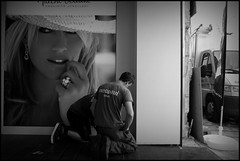 Aalst (B) - Molenstraat - 2016/05/09 (Geert Haelterman) Tags: geert haelterman streetphotography straatfotografie photographiederue photoderue fotografadecalle fotografiadistrada strassenfotografie candid streetshot monochrome black white blackandwhite zwart wit belgium alost fujifilm x10 aalst