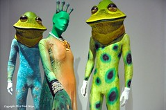 Platee And Two Frog Attendants (Trish Mayo) Tags: costumes opera frogs jewishmuseum issacmizrahi mannequins museums gnneniyisi thebestofday