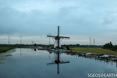 Windmolens Kinderdijk (SGEOS@EARTH) Tags: world holland green heritage water windmill sunrise landscape groen cloudy windmills bewolkt kinderdijk zonsopkomst