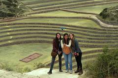Three friends and a selfie  ...      Moray - Cuzco - Peru (fucsia_7) Tags: candidphoto canon moray cuzco peru travel