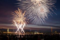 Exploding Sky (Lomonautin83) Tags: dsseldorf dus duesseldorf rhein rheinwiese rheinkirmes feuerwerk fireworks firework fuji fujix100t fujixseries fujifilm longexposure longexpo longshot langzeitbelichtung