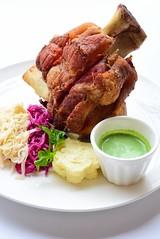 ขาหมูเยอรมันทอด Recommend Dish จากร้านMint Cafe by Peppermintfield