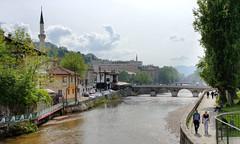 Promeneurs longeant la rivire Miljacka (Vincent Rowell) Tags: raw tonemapped hdr balkans2016 bosniaandherzegovina sarajevo miljacka river mosque bridge