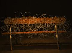 Banco de praça com arame farpado (PortalJornalismoESPM.SP) Tags: larissalima banco museu farpado exposição temporária