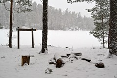 Light snowfall at a snow covered fireplace in the NE corner of Lake Valkialampi (Espoo, 20120107) (RainoL) Tags: winter lake snow forest espoo finland geotagged january u fin nuuksio 2012 uusimaa nyland esbo nuuksionationalpark valkialampi 201201 20120107 lakesofnuuksio geo:lat=6029557000 geo:lon=2460052800
