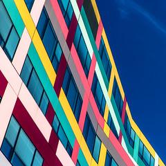 Orgie (fidgi) Tags: pink blue red sky cloud paris rose yellow architecture jaune canon square rouge bleu ciel nuage carré canoneos5dmk3
