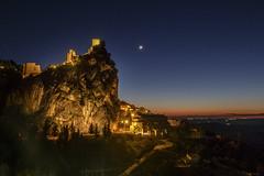 0895-2016-BR (elfer) Tags: espaa noche paisaje luna nocturna castillo mirador acantilado rocas puestasdesol jan montaas lahiruela