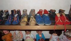 Au choix (MAPNANCY) Tags: collection enfant chaussures poupes tagre