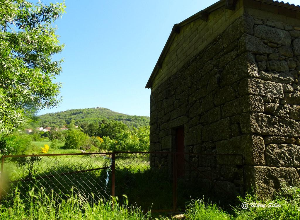Águas Frias (Chaves) - ... a cancela ... o armazém ... a aldeia ... o castelo ...